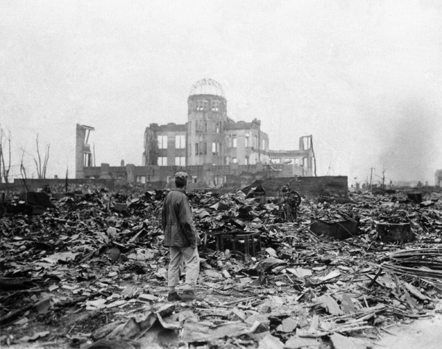 An allied correspondent stands in a sea of rubble before the shell of a building that once was a movie theater in Hiroshima September 8, 1945, a month after the first atomic bomb ever used in warfare was dropped by the U.S. to hasten Japan's surrender. (Photo by Stanley Troutman/AP Photo)