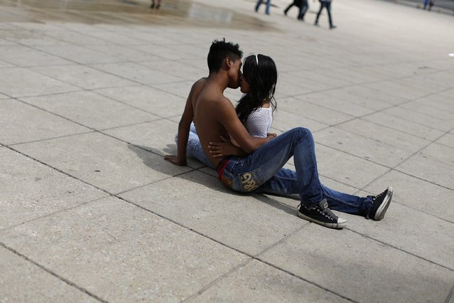 A young couple kiss at a park in Mexico City October 24, 2014. (Photo by Tomas Bravo/Reuters)