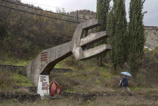 """General view of the memorial """"Monument to Hanged Patriots"""" in Vranjske Njiver, Montenegro November 19, 2014. (Photo by Stevo Vasiljevic/Reuters)"""