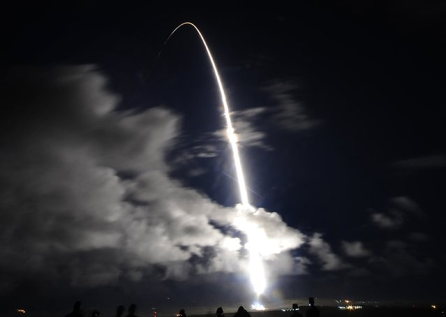 The United Launch Alliance (ULA) Atlas V 541 launches the NROL-35 mission for the National Reconnaissance Office (NRO) at the Vandenberg Air Force Base in California December 12, 2014. (Photo by Gene Blevins/Reuters)