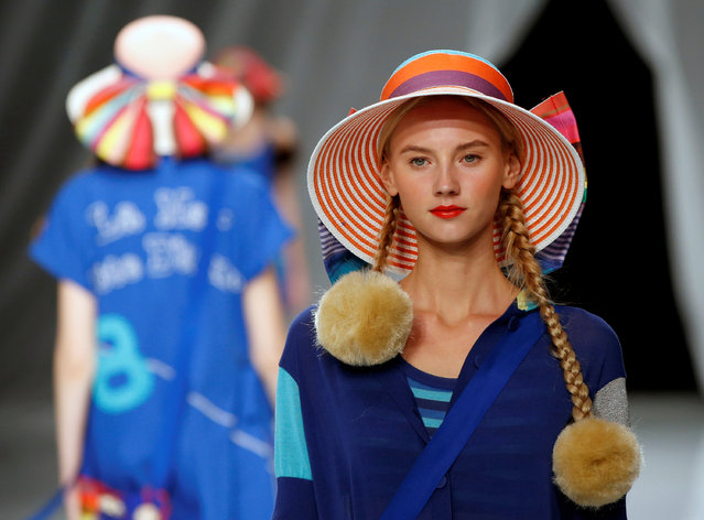 Models present creations by designer Tokuko Maeda from her Spring/Summer 2017 collection for her brand TOKUKO 1er VOL during Tokyo Fashion Week in Tokyo, Japan October 18, 2016. (Photo by Toru Hanai/Reuters)
