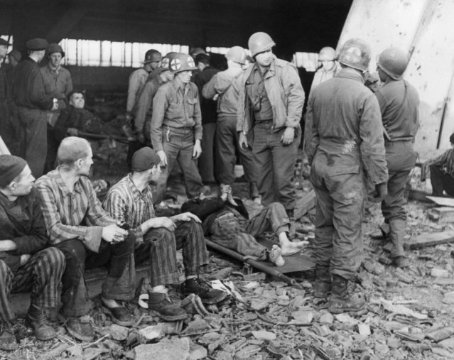 American medics preparing to evacuate slave labourers by ambulance from Nordhausen concentration camp, 16th April 1945. (Photo by Allan Jackson/Keystone/Getty Images)