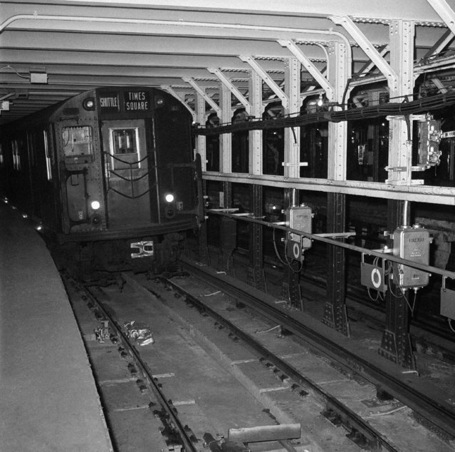 This is a head-on view of the automated subway shuttle train, scheduled to operate between Grand Central Station on New York's East Side and Times Square on the West Side of Manhattan, December 13, 1961. (Photo by Anthony Camerano/AP Photo)