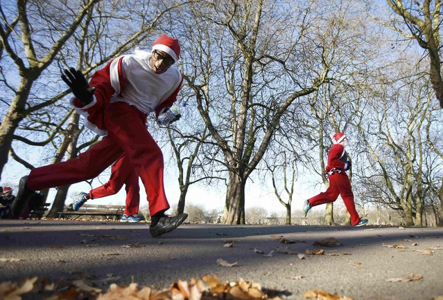 Participants take part in a charity Santa Run in Victoria Park, London, Britain December 4, 2016. (Photo by Peter Nicholls/Reuters)