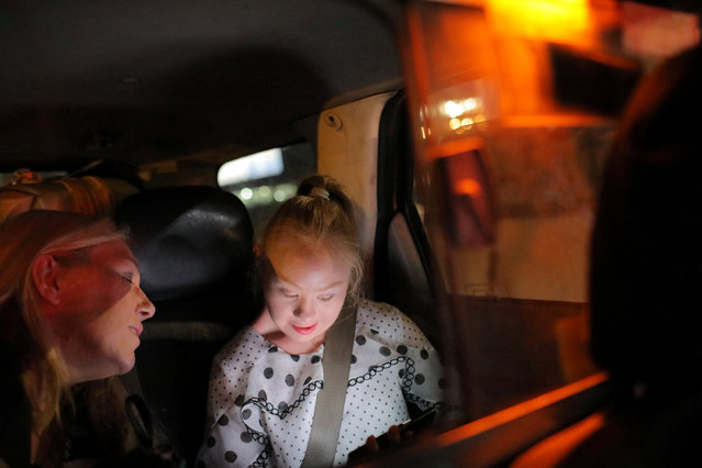 Model Madeline Stuart, who has Down's syndrome, sits with her mother and manager Rosanne Stuart (L) in the back of a taxi cab as they travel from John F. Kennedy International Airport to their hotel for New York Fashion Week in New York, U.S., September 5, 2018. (Photo by Andrew Kelly/Reuters)