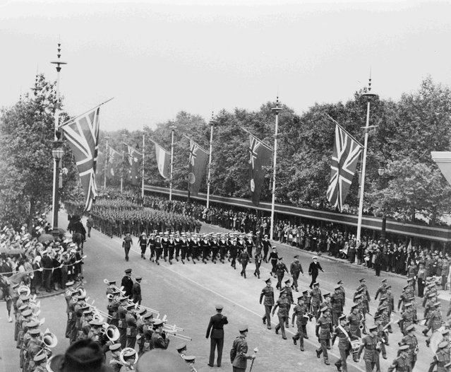 Canadian Army and Royal Canadian Navy detachments approach the reviewing stand during the Victory Parade in London, England June 8, 1945, in this handout photo provided by Library and Archives Canada. (Photo by Reuters/Library and Archives Canada)