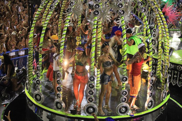 Members of the Samba school Sao Clemente perform during the first day of the parade in the sambodromo in the carnival of Rio de Janeiro, Brazil, 02 March 2014. (Photo by Luiz Eduardo Perez/EPA)