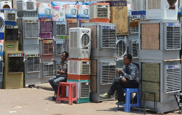 Indian shopkeepers wait for customers at their desert cooler shops as temperature rise in New Delhi on April 29, 2014. As the city sweltered under heat wave conditions, Meteorological Department officials predicted a high of 42 degrees by the end of the week. (Photo by Raveendran/AFP Photo)