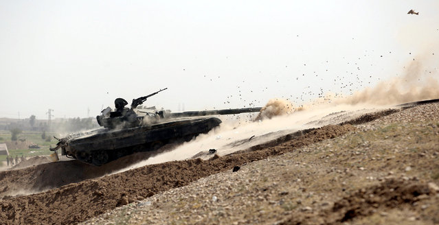 A tank belonging to the Iraqi army fires toward Islamic State militants in Falluja, Iraq, June 25, 2016. (Photo by Reuters/Stringer)