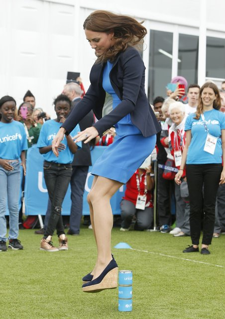 "Britain's Catherine, Duchess of Cambridge plays South African games ""Three Tins"" during a visit to the Commonwealth Games Village at the 2014 Commonwealth Games in Glasgow, Scotland July 29, 2014. (Photo by Danny Lawson/Reuters)"