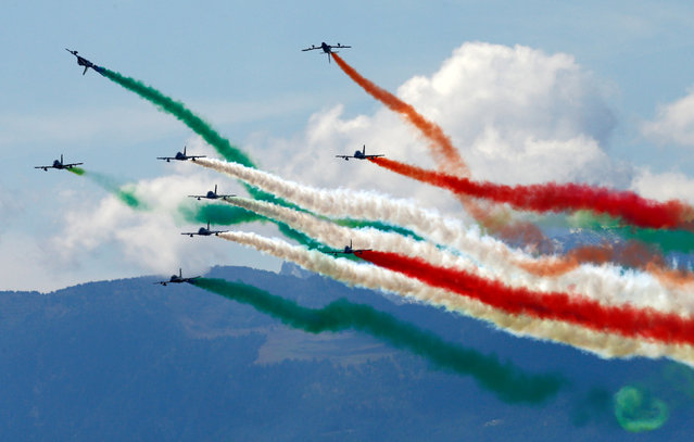 The Italian Frecce Tricolori aerobatic squad performs during the Breitling Airshow in Sion, Switzerland September 15, 2017. (Photo by Denis Balibouse/Reuters)