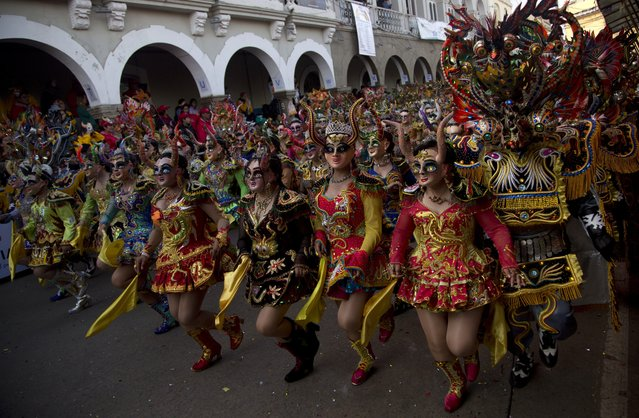 "Dancers perform the traditional ""Diablada"" or Dance of the Devils during the Carnival in Oruro, Bolivia, Saturday, February 10, 2018. Thousands of colorfully dressed dancers and musicians kick off Carnival celebrations in the Bolivian city of Oruro. (Photo by Juan Karita/AP Photo)"