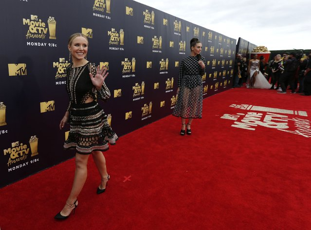 Actors Kristen Bell (L) and Alison Brie attend the 2018 MTV Movie And TV Awards at Barker Hangar on June 16, 2018 in Santa Monica, California. (Photo by Mario Anzuoni/Reuters)