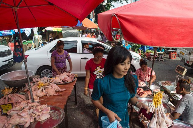 Myanmar vendors sells chicken in a market in Yangon on October 27, 2016. (Photo by Romeo Gacad/AFP Photo)