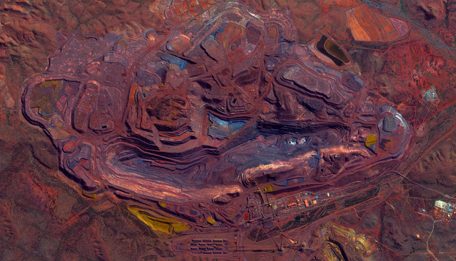 This series of pictures shot by satellite, show the man-made world as astronauts see it. Artist Benjamin Grant uses Google Earth to find the most compelling satellite images of human civilization. The stunning pictures of sprawling metropolises and vast reservoirs are sometimes unidentifiable until zoomed in. Here: Mount Whale Back Iron Ore Mine, Pilbara, Austrailia. (Photo by Benjamin Grant/Digital Globe/Caters News)