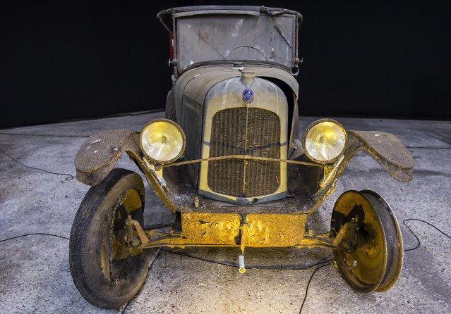 """A Citroen Type C 5 HP Torpedo """"Clover"""" is displayed as part of the Artcurial section of the Retromobile classic automobile show at the Parc des Expositions exhibition hall in Paris, France, 03 February 2015. (Photo by Ian Langsdon/EPA)"""