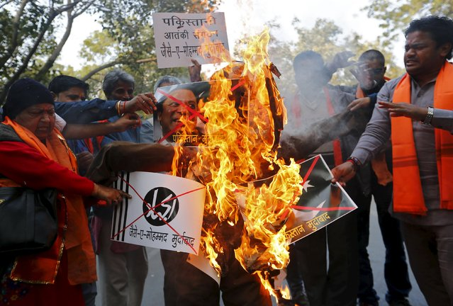 Members from Hindu Sena, a hardline group, burn an effigy of Pakistani Prime Minister Nawaz Sharif, to protest against a militant attack at the Pathankot air base, in New Delhi, India, January 2, 2016. Four gunmen and two guards were killed when unidentified militants attacked the Indian Air Force base near the Pakistan border on Saturday in an apparent challenge to attempts to revive a dialog between the nuclear-armed neighbors. (Photo by Anindito Mukherjee/Reuters)