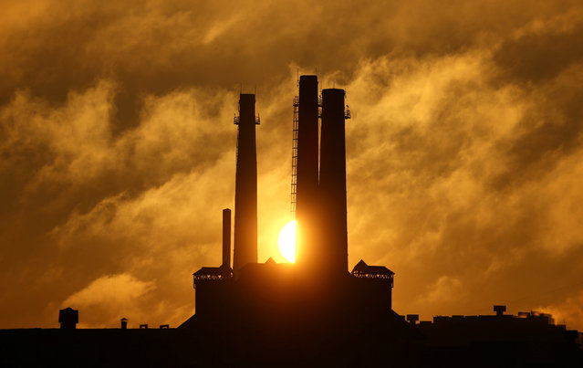 Sun rises behind a gas fired power station in Minsk, Belarus February 15, 2017. (Photo by Vasily Fedosenko/Reuters)