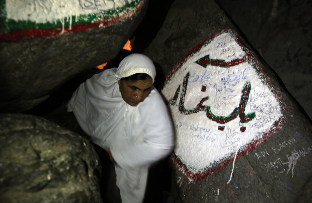 "A Muslim woman makes her way out of the Hera cave on Mount Al-Noor during her Umrah Mawlid al-Nabawi ""Birthday of Prophet Mohammad"" in the holy city of Mecca, Saudi Arabia January 16, 2016. (Photo by Amr Abdallah Dalsh/Reuters)"