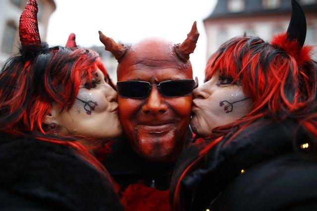 "Revellers take part in the traditional ""Weiberfastnacht"" (Women's Carnival) celebration in Mainz, Germany, February 4, 2016. Germany is celebrating its traditional carnival with tight security after assaults on women during New Year's Eve celebrations across the country. (Photo by Kai Pfaffenbach/Reuters)"