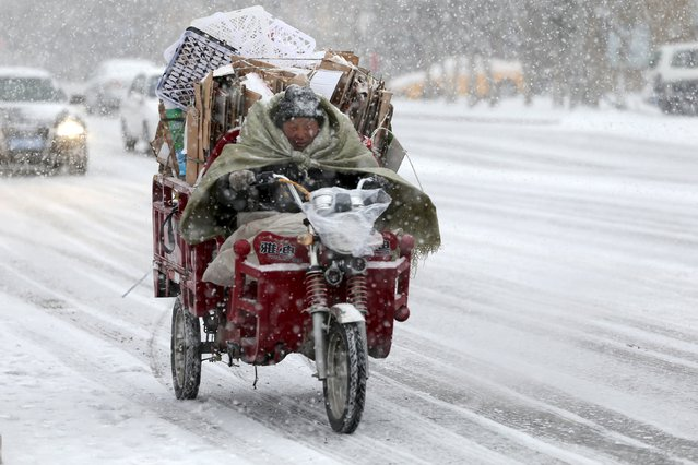 A man rides a motorcycle along a street in the snow in Altay, Xinjiang Uighur Autonomous region, February 9, 2016. (Photo by Reuters/Stringer)