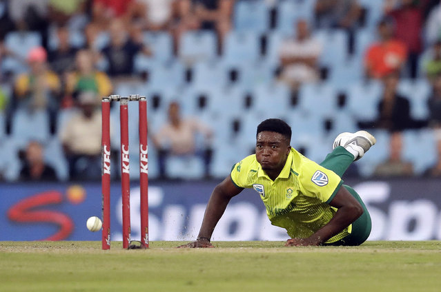 South Africa's bowler Lutho Sipamla attempts a run out against Pakistan's batsman Shoaib Malik during the third T20 cricket match between South Africa and Pakistan at the Centurion Park in Pretoria, South Africa, Wednesday, February 6, 2019. (Photo by Themba Hadebe/AP Photo)