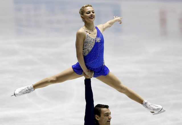 Alexa Scimeca and Chris Knierim of the U.S. compete during the pairs free skating program at the ISU World Team Trophy in Figure Skating in Tokyo April 18, 2015. (Photo by Yuya Shino/Reuters)