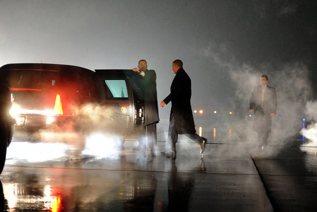US President Barack Obama walks to his car upon arriving in Romules, Michigan, on January 26, 2012. (Photo by Jewel Samad/AFP Photo)