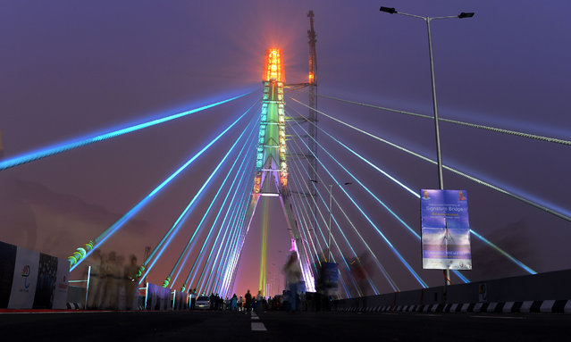 "A view of the under- construction cable- stayed ""Signature Bridge"" after its inauguration ceremony in New Delhi on November 4, 2018. (Photo by Sajjad Hussain/AFP Photo)"