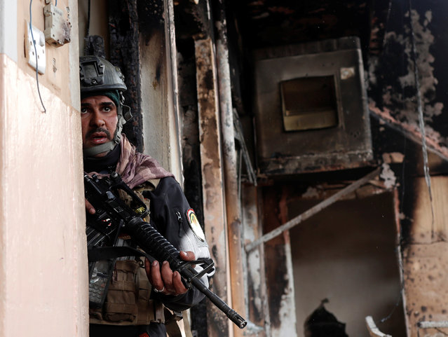 An Iraqi special forces soldier searches a house during a battle with Islamic State militants in Mosul, Iraq March 1, 2017. (Photo by Goran Tomasevic/Reuters)