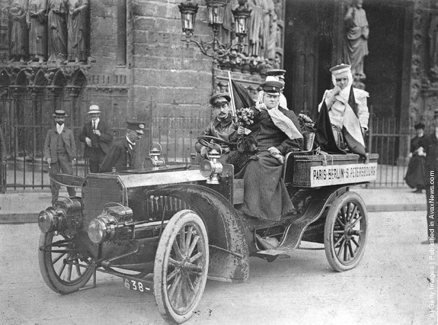 Madame Lockart and her daughter starting out from Notre Dame, Paris, for St Petersburg by motor car, 1903