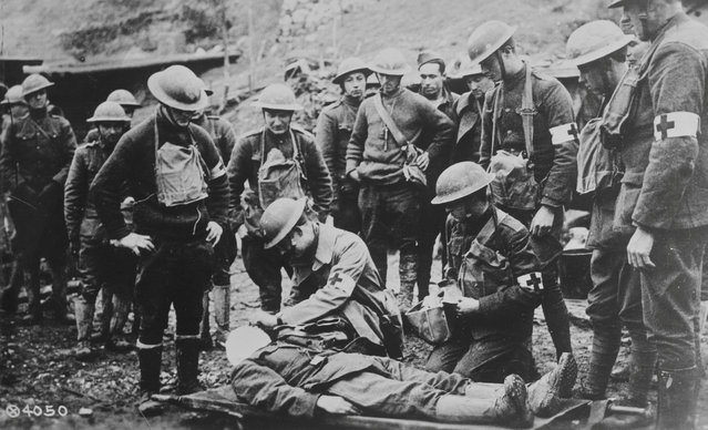 An American Expeditionary Force doctor tends to an injured American soldier immediately behind the first trench line in France, in 1919. (Photo by Reuters/Courtesy Library of Congress)