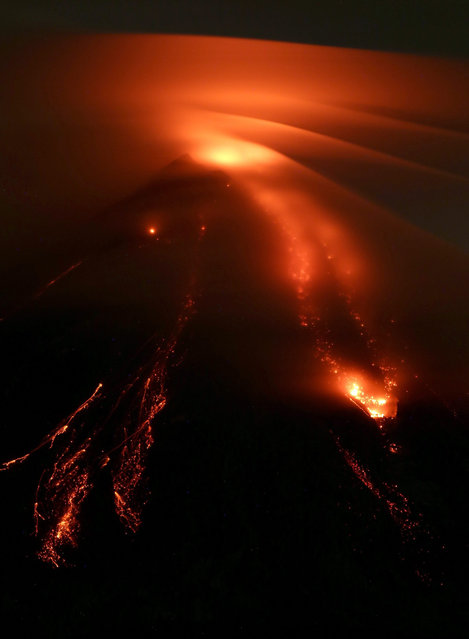 """General view showing the Colima volcano as it spews lava in western Mexico, 15 July 2015. Specialists who monitor the activity of the volcano, located on the border of the states of Jalisco and Colima, verified that """"the dome no longer exists"""", which means that the volcano """"would be quiet"""" in the coming hours. (Photo by Ulises Ruiz Basurto/EPA)"""