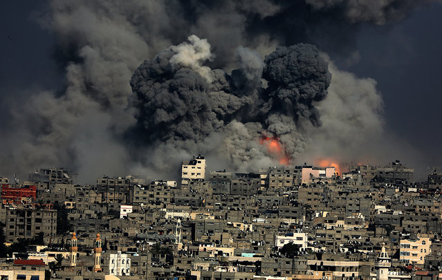 Smoke rises from Tuffah neighborhood after Israeli air strikes in the east of Gaza City during a military operation in the east of Gaza Strip, July 29, 2014. Violence escalated overnight, as Israel renewed intense airstrikes on Gaza in response to barrages of Palestinian rockets after an attempted unofficial truce for the three-day Eid al-Fitr holiday crumbled. (Photo by Mohammed Saber/EPA)