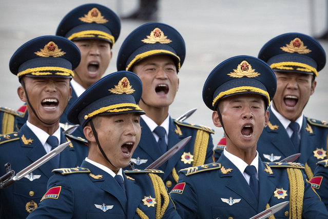 Chinese honor guard members let out a yell during a welcome ceremony for Singapore's Prime Minister Lee Hsien Loong at the Great Hall of the People in Beijing, Tuesday, September 19, 2017. (Photo by Mark Schiefelbein/AP Photo)