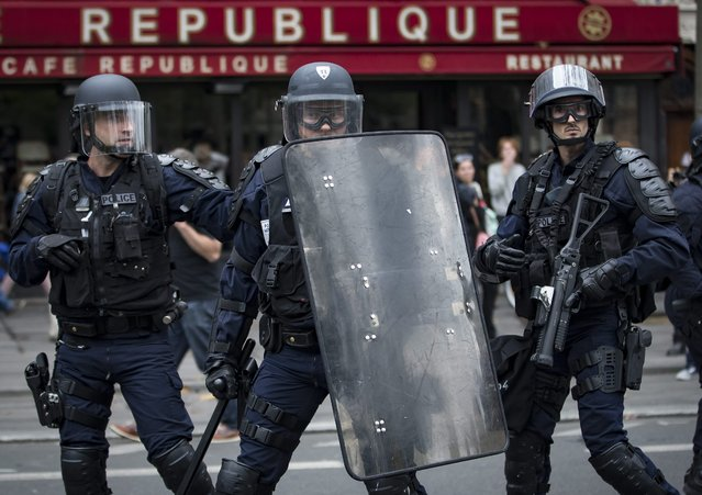 French riot police take up positions on Place de la Republique, during a demonstration against the new working law reform in Paris, France, 15 September 2016. French unions have called a national day of protest against the working law reform. (Photo by Ian Langsdon/EPA)