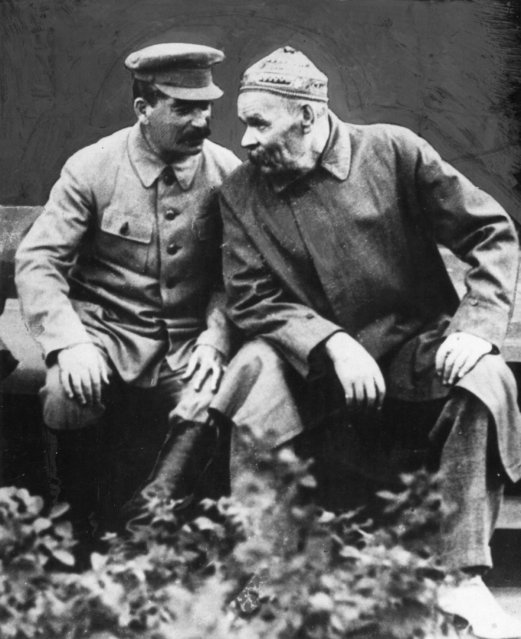 Soviet Communist leader Joseph Stalin (1879 - 1953), left, in confidential conversation with author Maxim Gorky (1868 - 1936), on the steps of the Lenin Mausoleum in Moscow, 1931. (Photo by Hulton Archive/Getty Images)