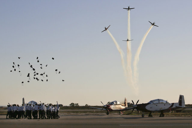Israeli air force cadets toss their caps into the air during a graduation ceremony for new pilots in the Hatzerim air force base near the city of Beersheba, southern Israel, Thursday, December 25, 2014. (Photo by Tsafrir Abayov/AP Photo)