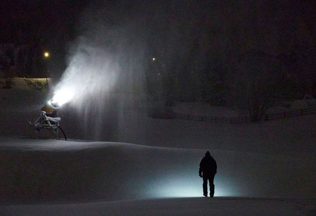 Snowmaker Guy Arnaud walks past a snow making machine during his shift, before the official opening of the Alpine ski resort of Verbier on December 5, amid the coronavirus disease (COVID-19) outbreak, in Verbier, Switzerland on December 1, 2020. (Photo by Denis Balibouse/Reuters)