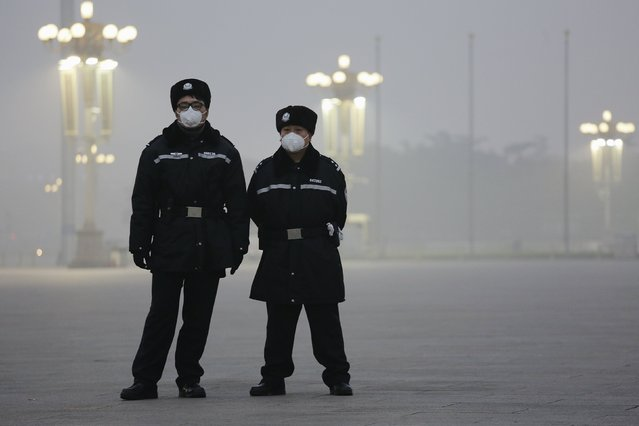 Policemen wear protective masks at the Tiananmen Square on an extremely polluted day as hazardous, choking smog continues to blanket Beijing, China December 1, 2015. (Photo by Damir Sagolj/Reuters)