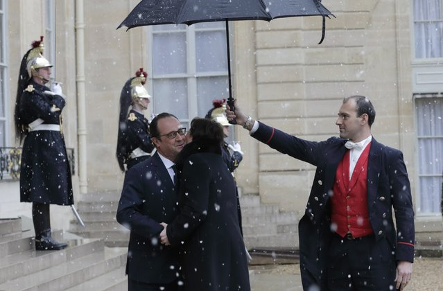 French President Francois Hollande (L) welcomes Poland's Prime Minister Ewa Kopacz at the Elysee Palace in Paris, January 30, 2015. (Photo by Philippe Wojazer/Reuters)