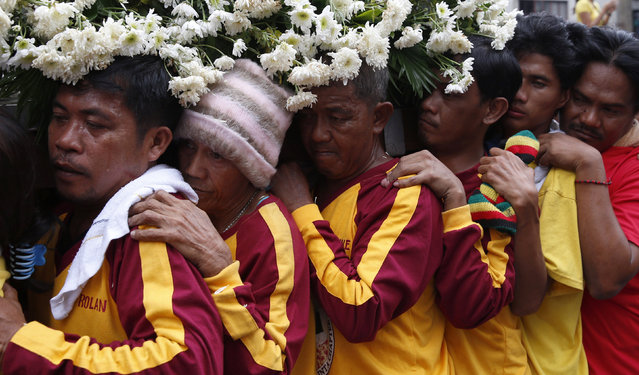 Devotees take part in a religious procession two days before the annual parade of the Black Nazarene in Manila, Philippines January 7, 2016. (Photo by Erik De Castro/Reuters)