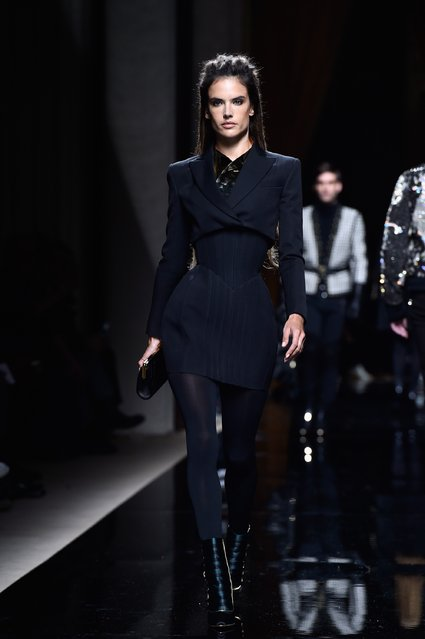 Alessandra Ambrosio walks the runway during the Balmain Menswear Fall/Winter 2016-2017 show as part of Paris Fashion Week on January 23, 2016 in Paris, France. (Photo by Pascal Le Segretain/Getty Images)