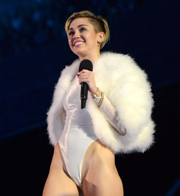 Singer Miley Cyrus performs during the 2013 MTV Europe Music Awards at the Ziggo Dome in Amsterdam November 10, 2013. (Photo by Remko De Waal/Reuters)