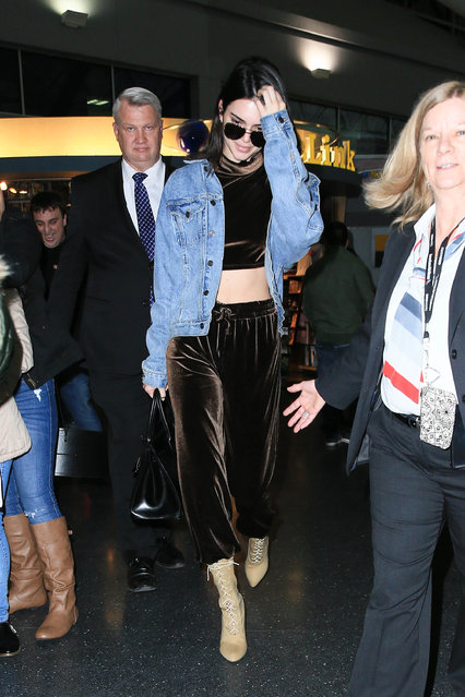 Kendall Jenner is seen at JFK on January 12, 2017 in New York City. (Photo by starzfly/Bauer-Griffin/GC Images)