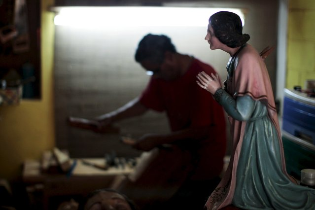 Manuel de Jesus Quilizapa works on a statute of El Jesus Nazareno in his workshop in Izalco, El Salvador, March 11, 2016. (Photo by Jose Cabezas/Reuters)