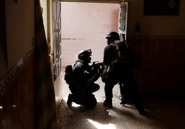 Iraqi special forces soldiers search a house during a battle with Islamic State militants in Mosul, Iraq March 1, 2017. (Photo by Goran Tomasevic/Reuters)