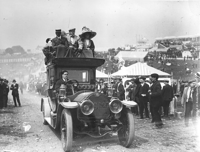 1911: Travelling  to the Derby by chauffeur driven car