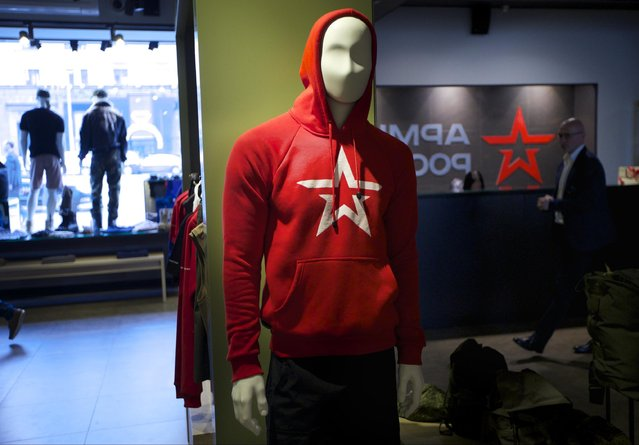 In this Tuesday, July 21, 2015 photo mannequins are on display at the Russian Army Store in downtown Moscow, Russia. (Photo by Ivan Sekretarev/AP Photo)