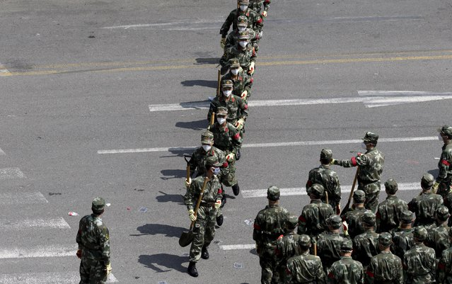 Paramilitary police prepare to enter the site of the explosions at the Binhai new district, Tianjin, August 13, 2015. (Photo by Jason Lee/Reuters)